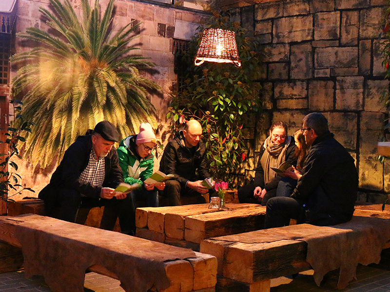 Gemeinsames Gebet im Welcome Zelt
